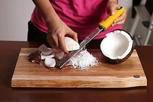 Deiss PRO Zesteur d'Agrumes & Râpe à Fromage Manuelle - Parmesan, Citron, Gingembre, Ail, Noix de Muscade, Chocolat - Lame Tranchante en Acier Inoxydable – Nettoyable au lave-vaisselle